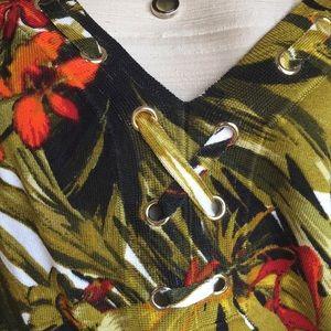 Cache Tops - Cache sleeveless top